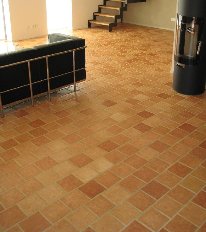 Carrelage carreaux tomettes finition main c ramique du for Carrelage sol interieur 20x20
