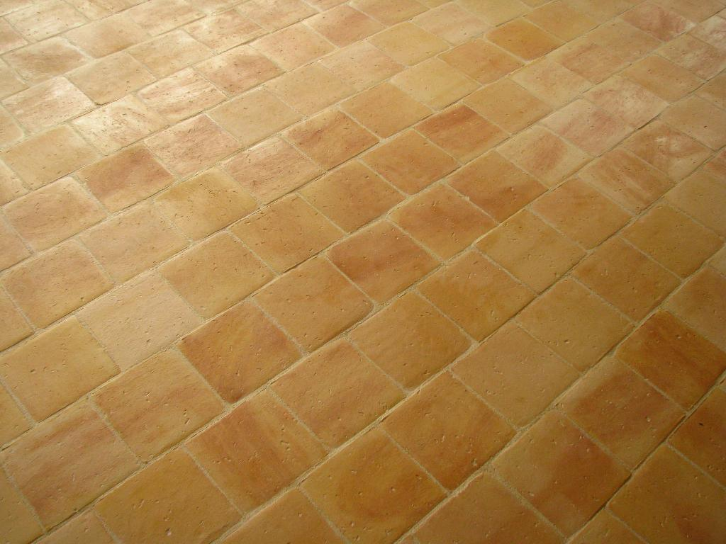 Carreaux anciens carrelage finition terre cuite for Carrelage jaune