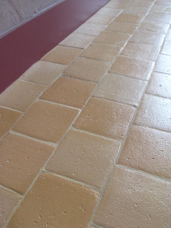 Carreaux anciens carrelage finition terre cuite for Joint carrelage rose