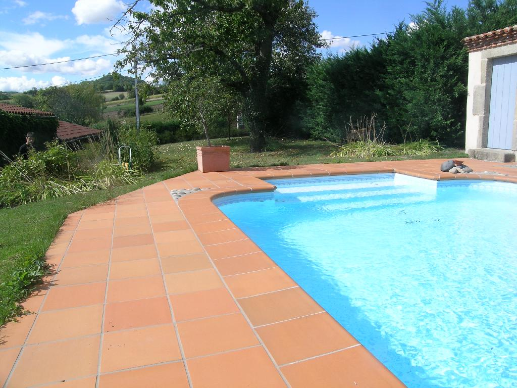 Carrelage terrasse piscine exterieure for Dalle piscine