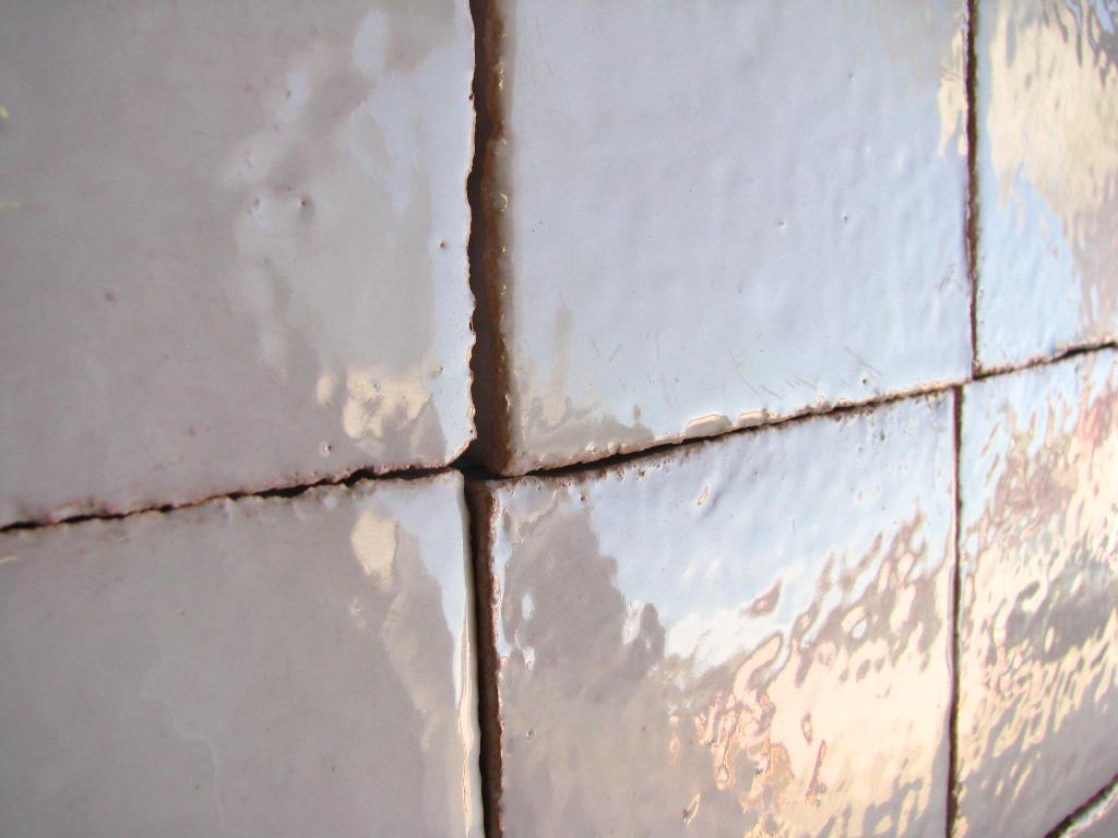 Carrelage mural cuisine et salle de bain c ramiques du for Faience salle de bain petit carreaux